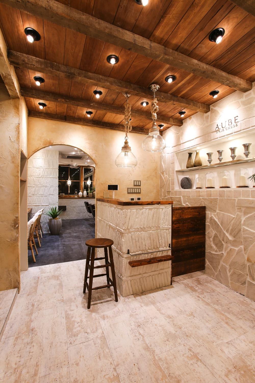 Largoが手がけたオリエンタルでヨーロピアンな雰囲気の美容室の内装デザイン