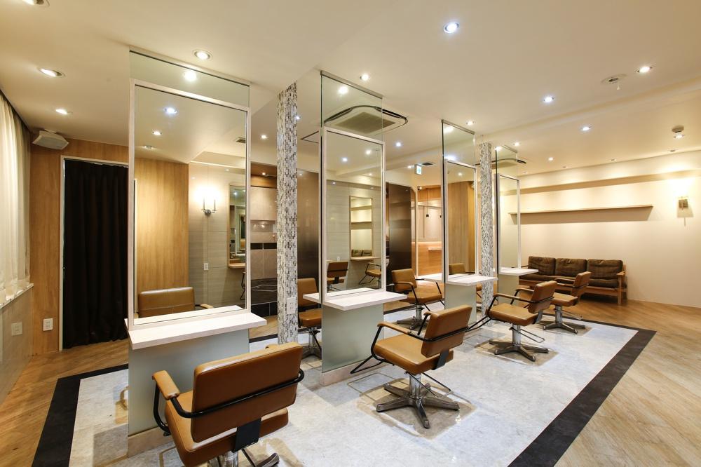 シンプルモダンな銀座の美容室ヘアサロンの店舗内装デザイン