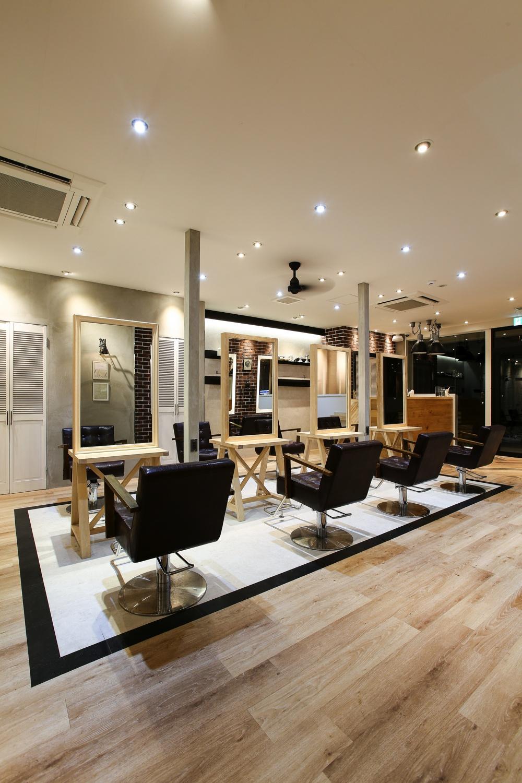 ブルックリンスタイルのブリックタイルを使った美容室、ヘアサロンの内装デザイン